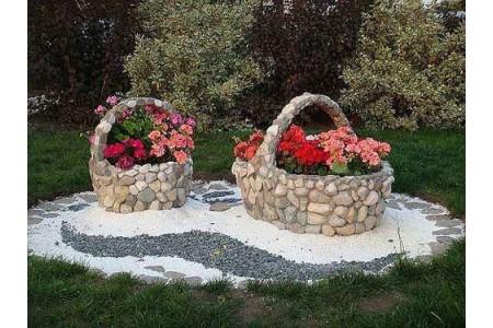 Украшаем клумбы и цветники природным камнем