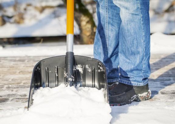 Снеговая лопата для очистки тротуаров и площадок от снега